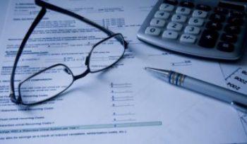 Debiteurenbeheer zelf doen of uitbesteden: wat zijn de voordelen?
